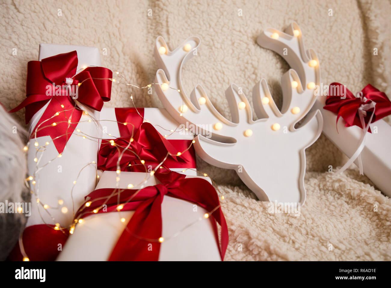 Schöne Weihnachtsgeschenke.Schöne Weihnachtsgeschenke Geschenk Kästen Auf Weißen Flauschigen