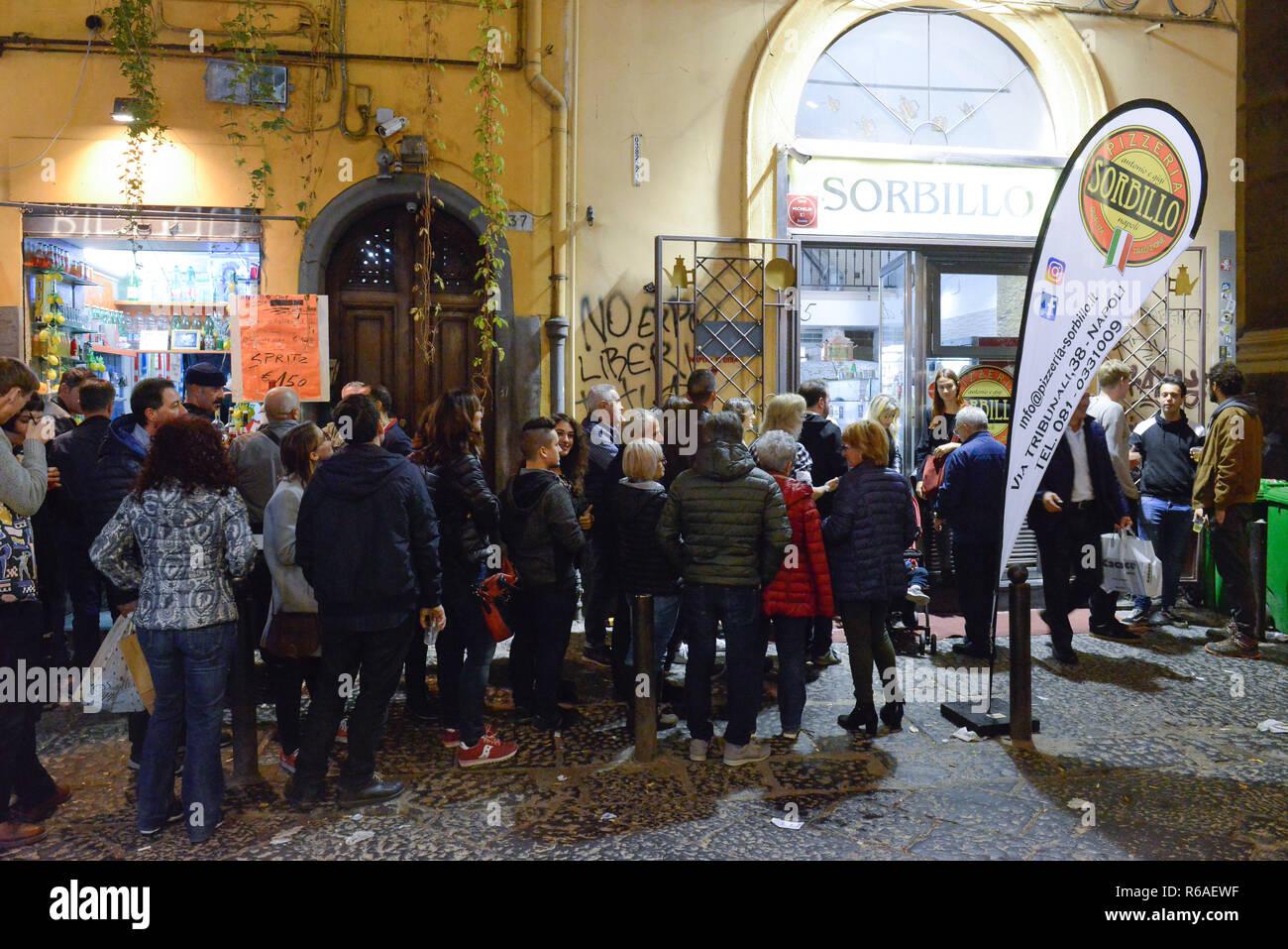 "'Pizzeria' orbillo'', Via dei Tribunali, Neapel, Italien"", ""Pizzeria orbillo', Neapel, Italien Stockbild"