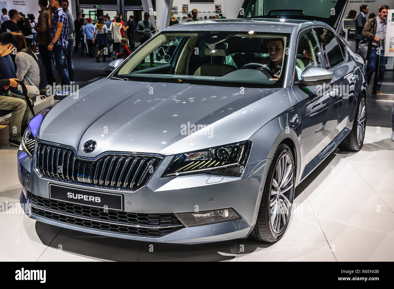 frankfurt sept 2015 skoda superb sportline auf der iaa. Black Bedroom Furniture Sets. Home Design Ideas
