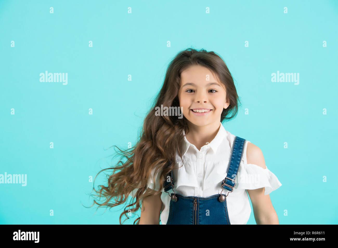Haarpflege Frisur Friseur Friseur Mädchen Lächeln Mit Fließenden