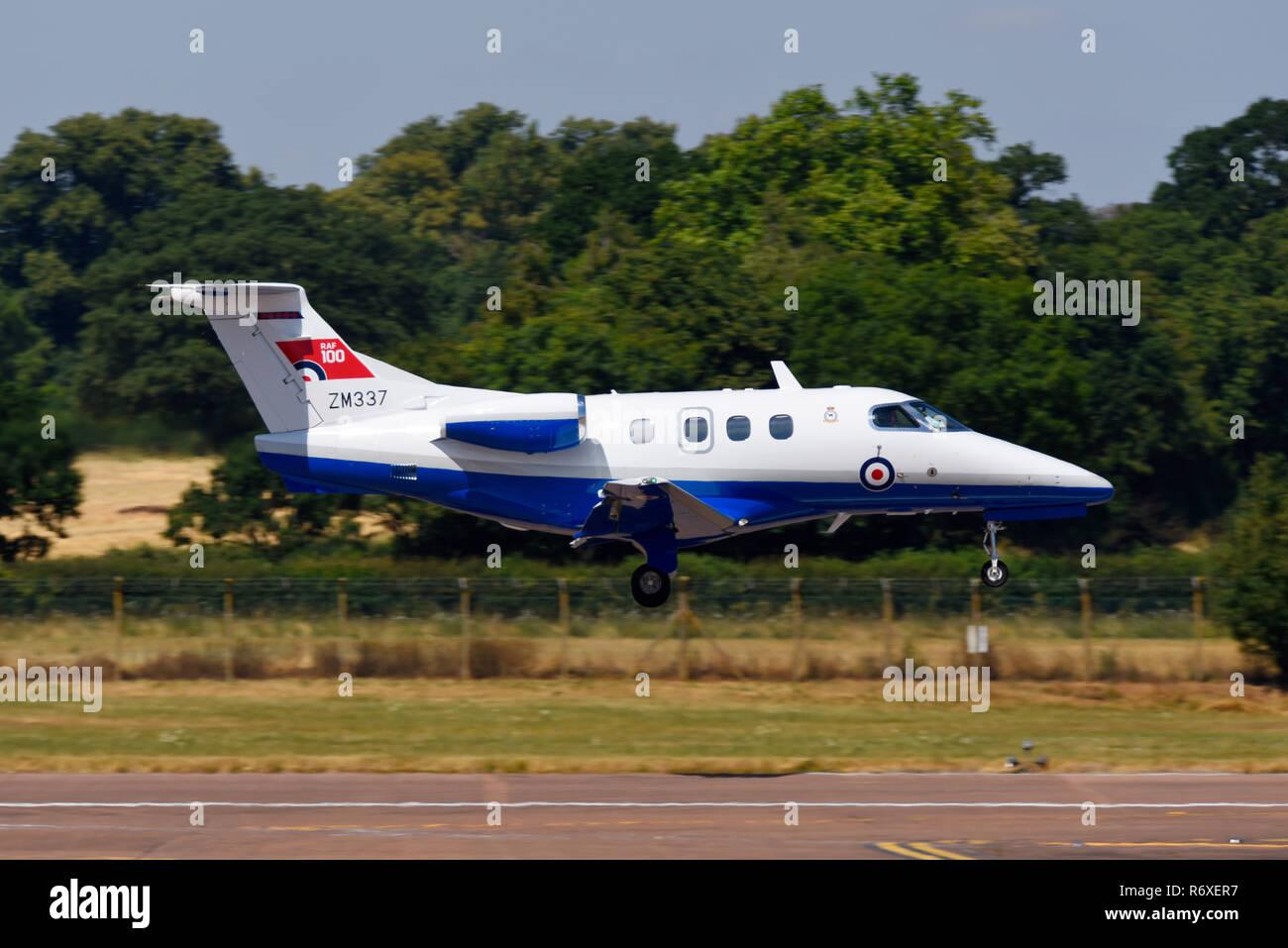 Embraer Phenom ZM 337 der Royal Air Force im Royal International Air Tattoo, RIAT, RAF Fairford Airshow. Durch Affinität Flying Training Services Ltd. Stockbild