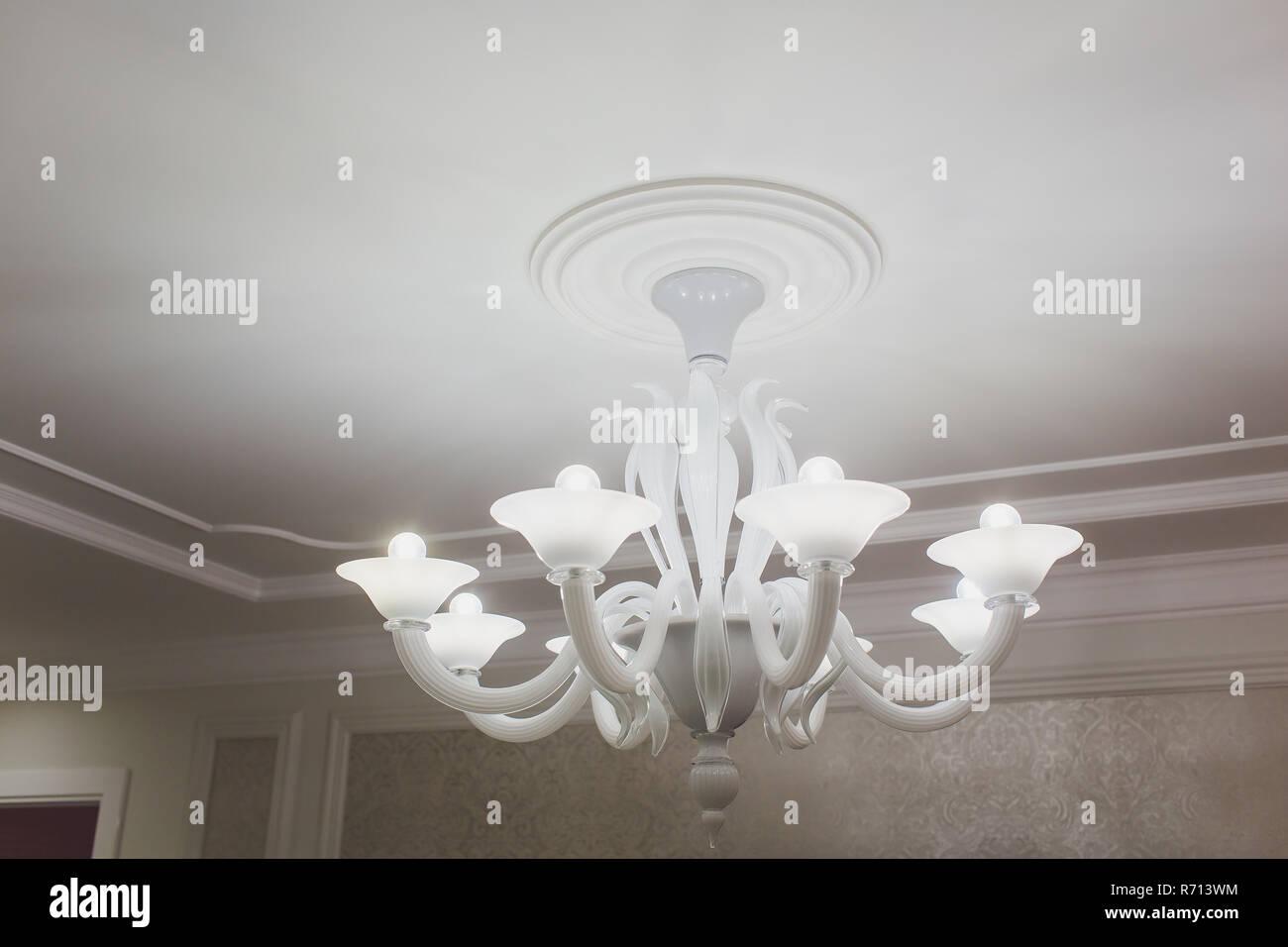 Moderne Lampen 13 : Moderne kronleuchter stockfotos & moderne kronleuchter bilder alamy