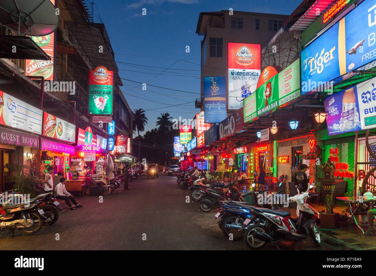 Nachtleben, Bars, Clubs, Street 104, Seng Thuong, Phnom Penh, Kambodscha Stockbild
