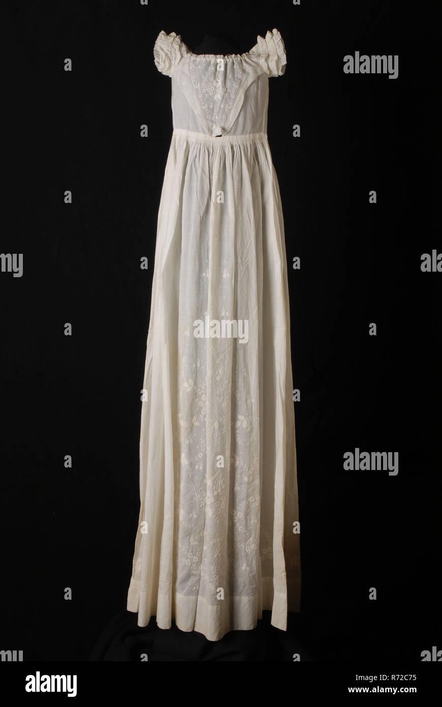 factory authentic 38539 36a65 Langer, weiter Taufe Kleid von weißen Batist, V-förmige ...