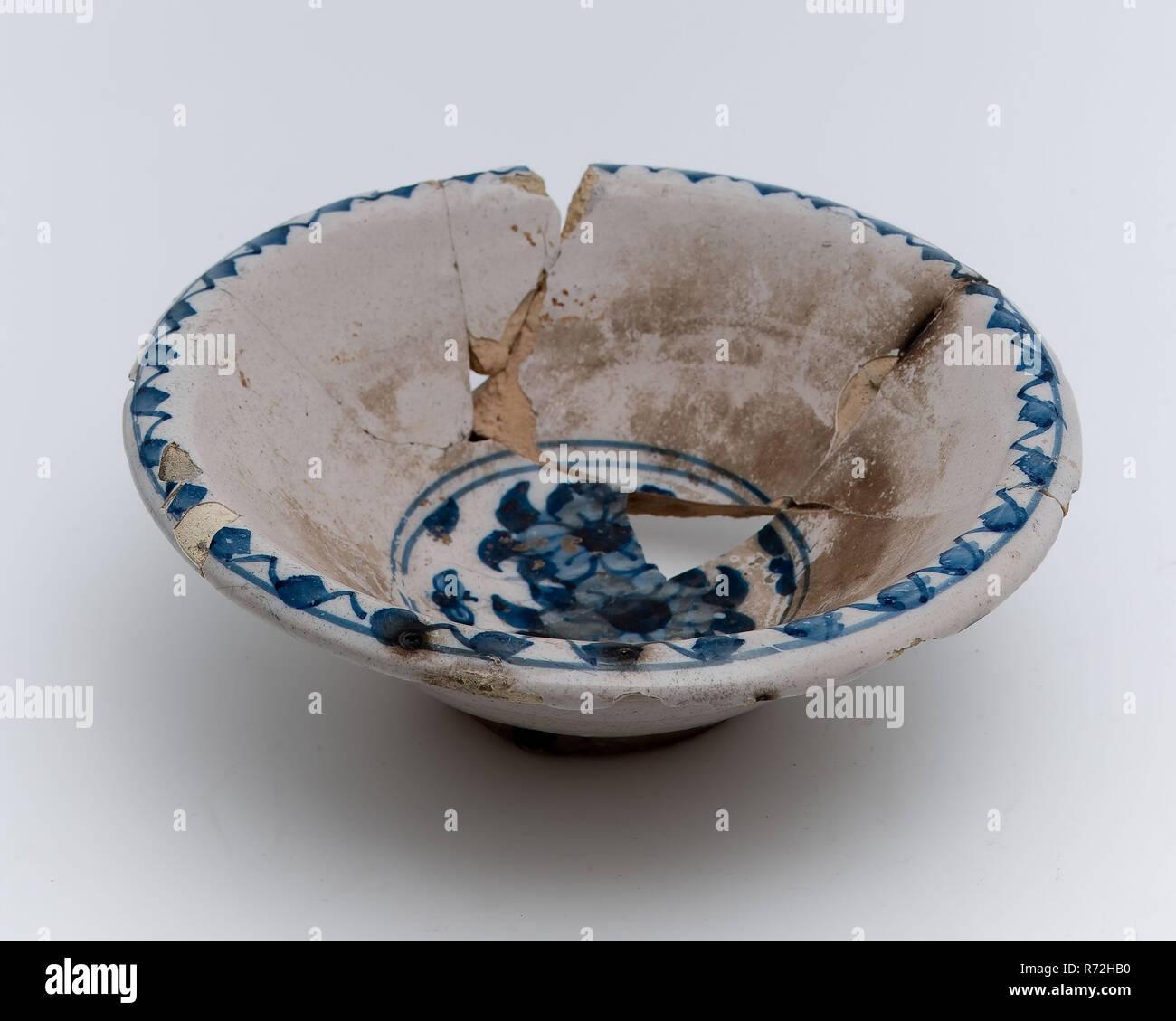 Weiss Fayence Schussel Mit Blauen Darstellung Blumen Schussel Geschirr Halter Boden Keramik Steingut Glasur Glasur Finden