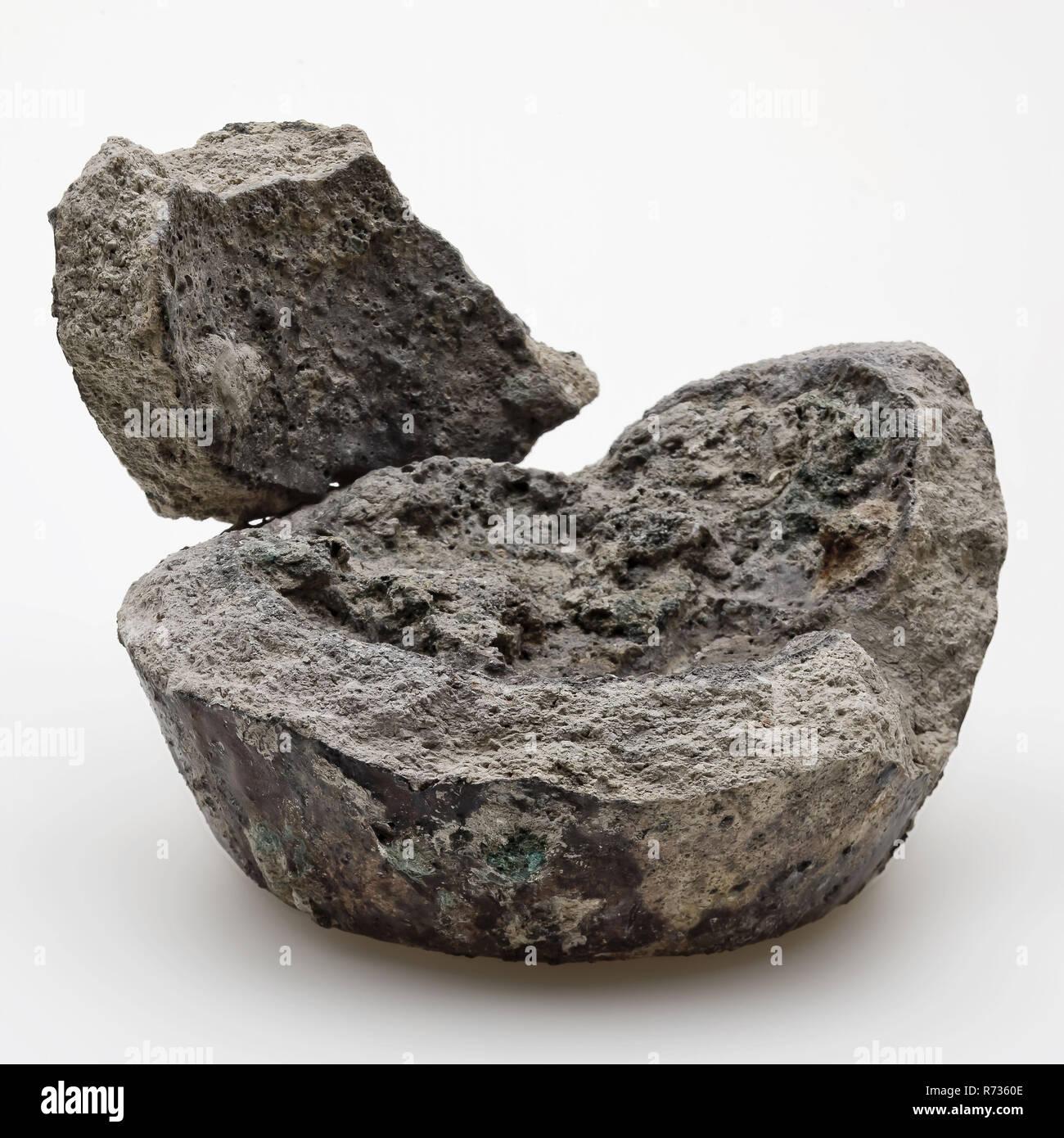 Zwei Fragmente von irdenen Tiegel, melting pot Halter Boden finden