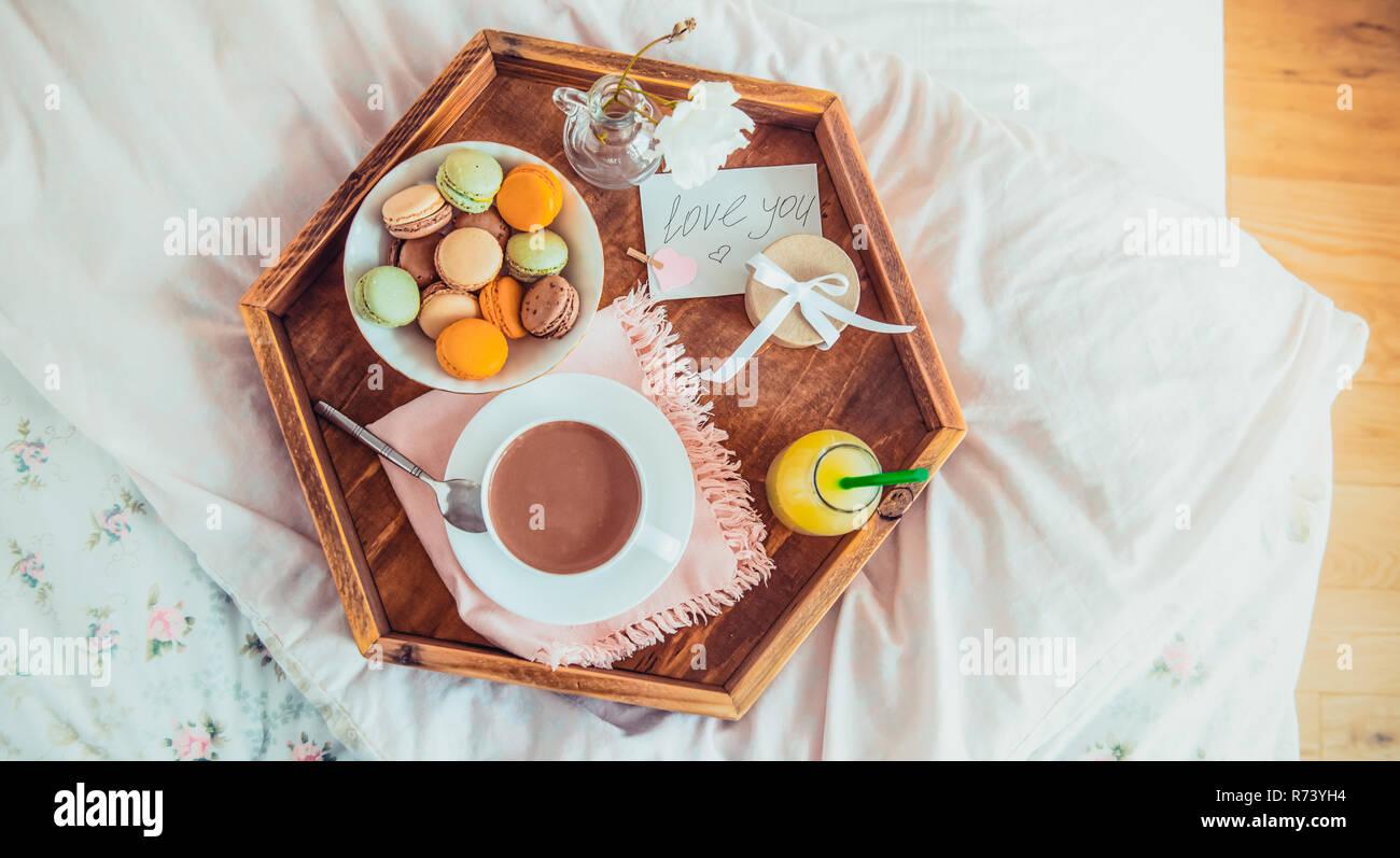 Frühstück Im Bett Mit Ich Liebe Dich Text Auf Eine Notiz