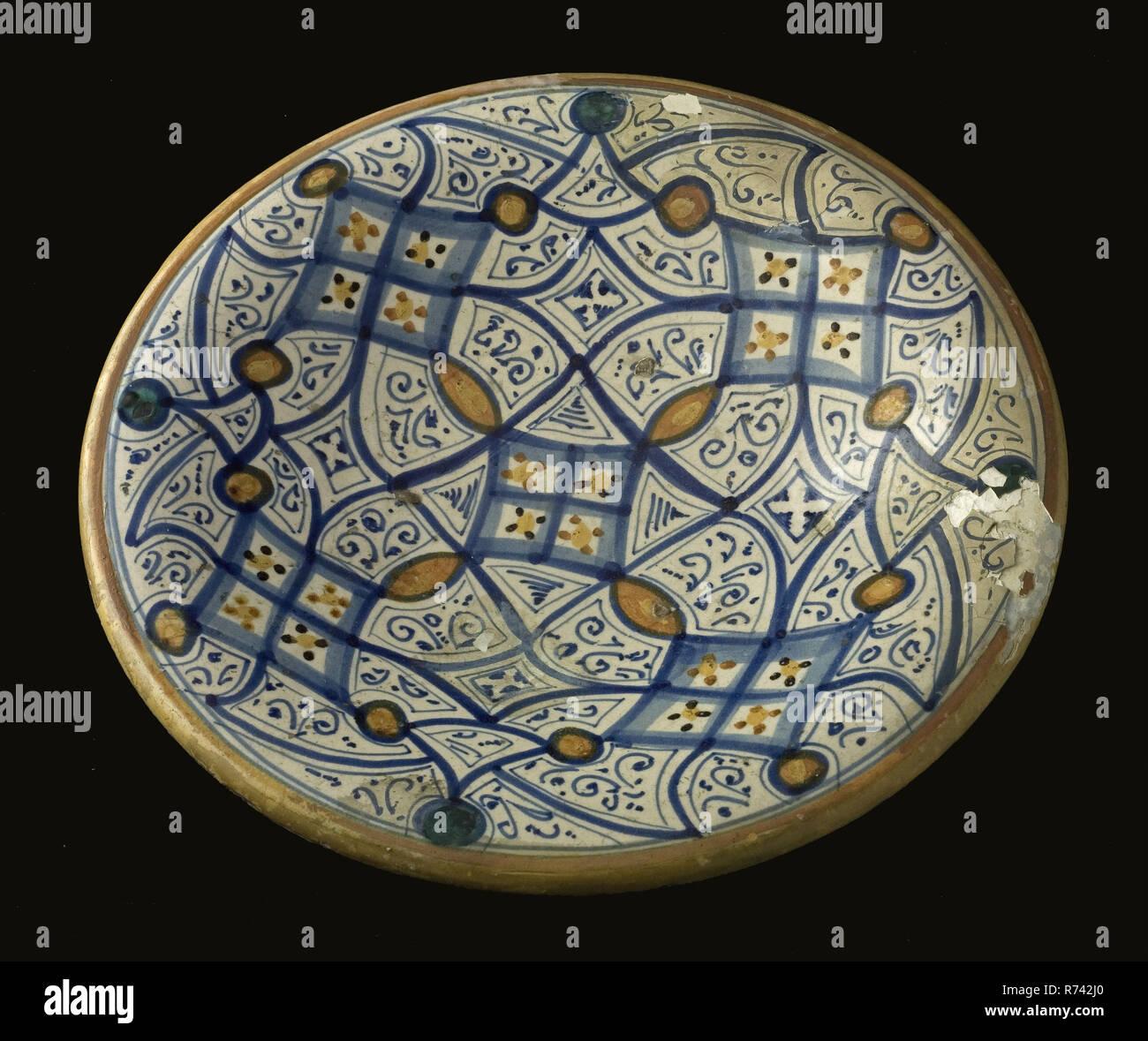 Majolika Teller Auf Stander Mit Orientalischen Ornamentalen Polychromie Teller Teller Schussel Geschirr Halter Boden Keramik Keramik