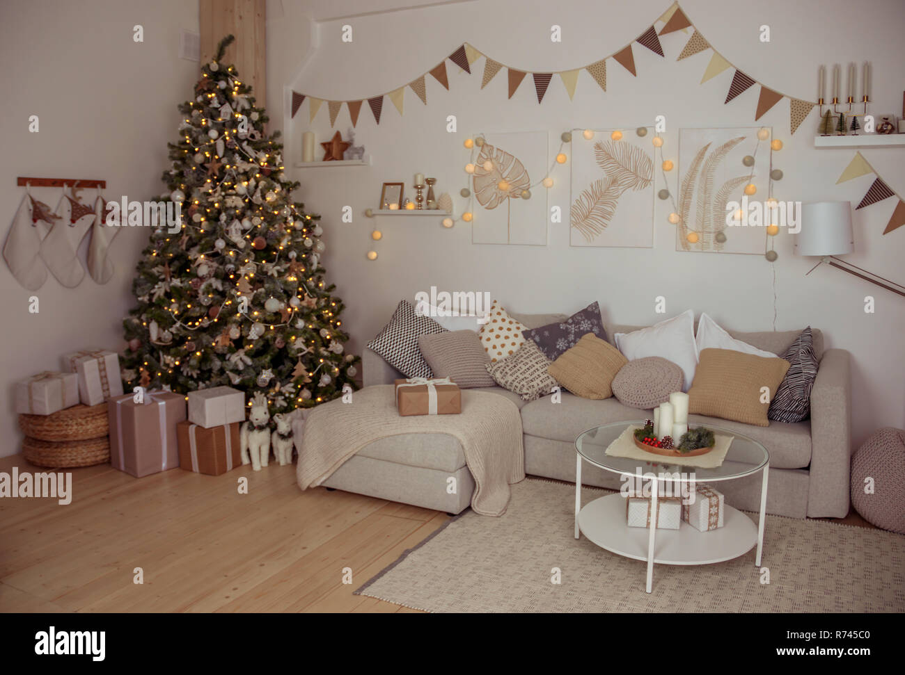 das neue jahr atmosphare im hellen wohnzimmer zimmer dekoration home festliche komfort frohe weihnachten