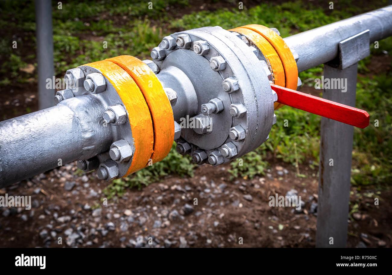 Pipeline mit Steuerventil für Rohöl. Öl- Ausrüstung. Industrial Business Konzept Stockbild