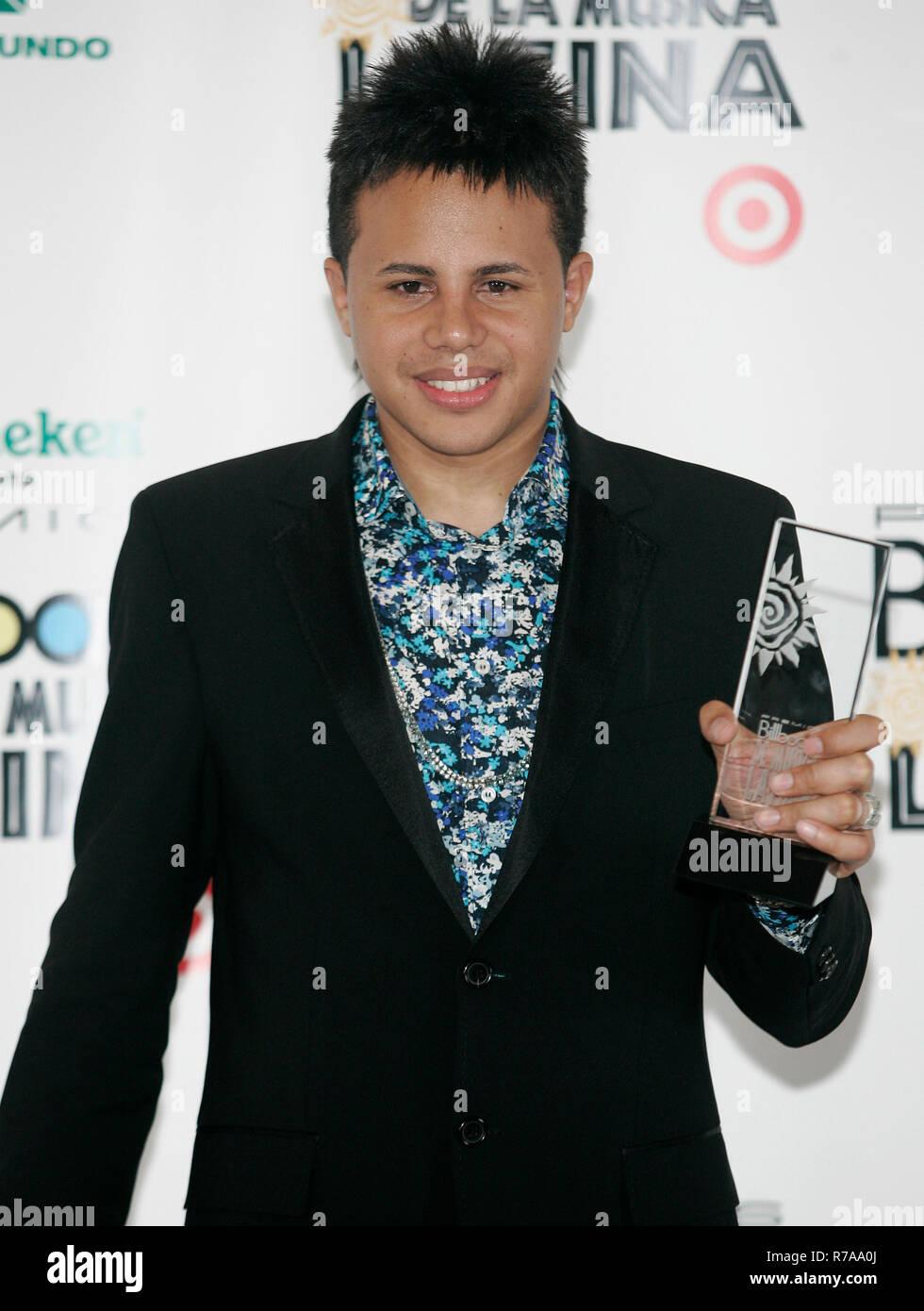 Phillips Toons feiert den Gewinn der Hersteller des Jahres ausgezeichnet, backstage bei den Latin Billboard Awards 2007 an der BankUnited Mitte in Coral Gables, Florida am 26. April 2007. Stockbild