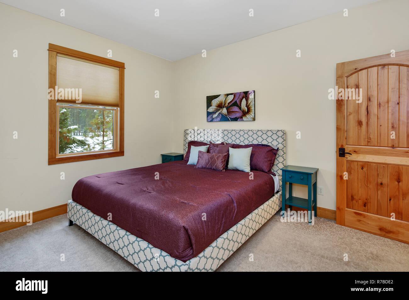 Gemütlich Eingerichtete Zimmer Verfügt über Große Polsterbett Mit