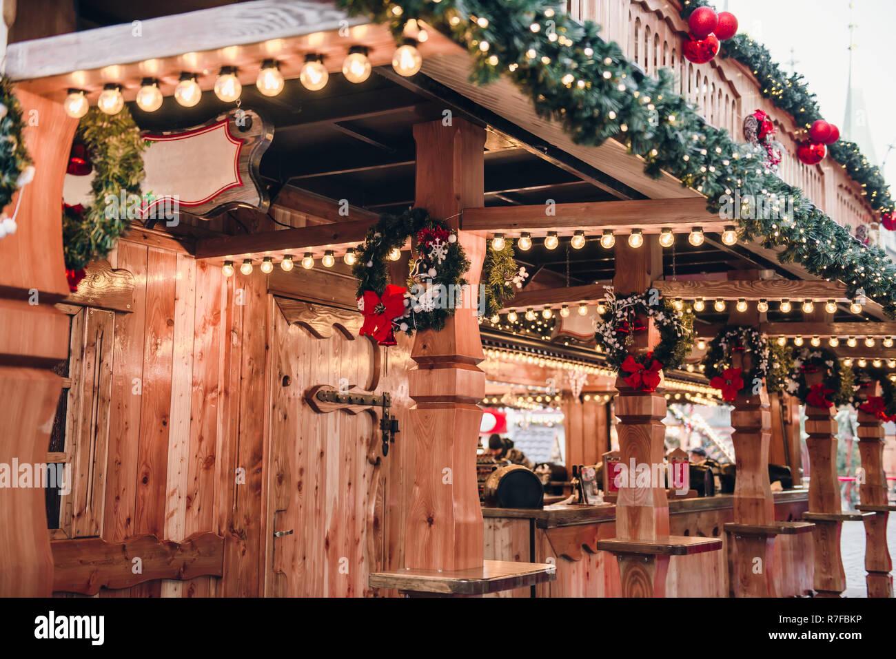 Beleuchtete Bilder Weihnachten.Beleuchtete Weihnachten Messe Kiosk Aus Holz Mit Viel Hellen