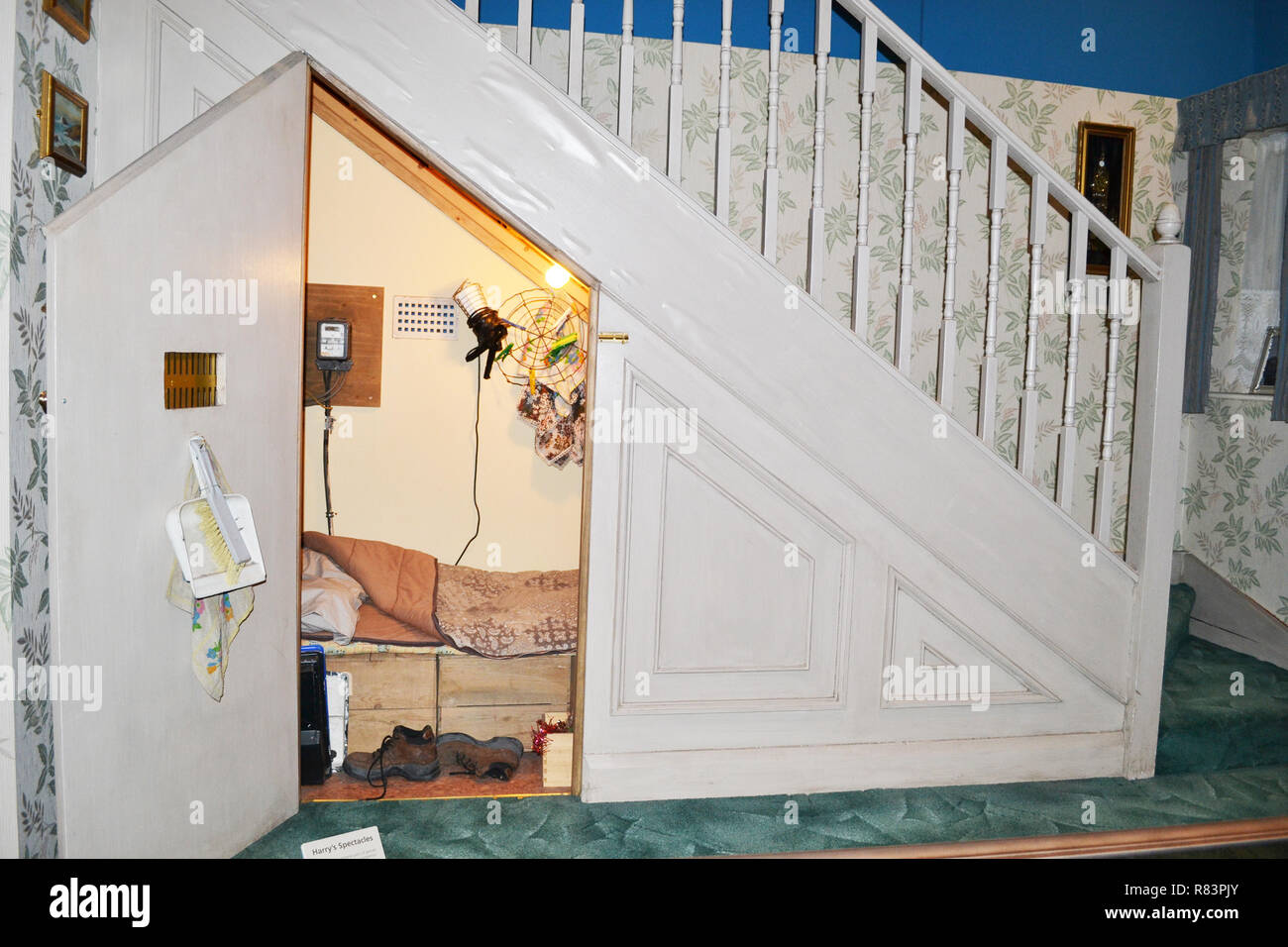 Der Schrank Unter Der Treppe Stockfotos Und Bilder Kaufen Alamy