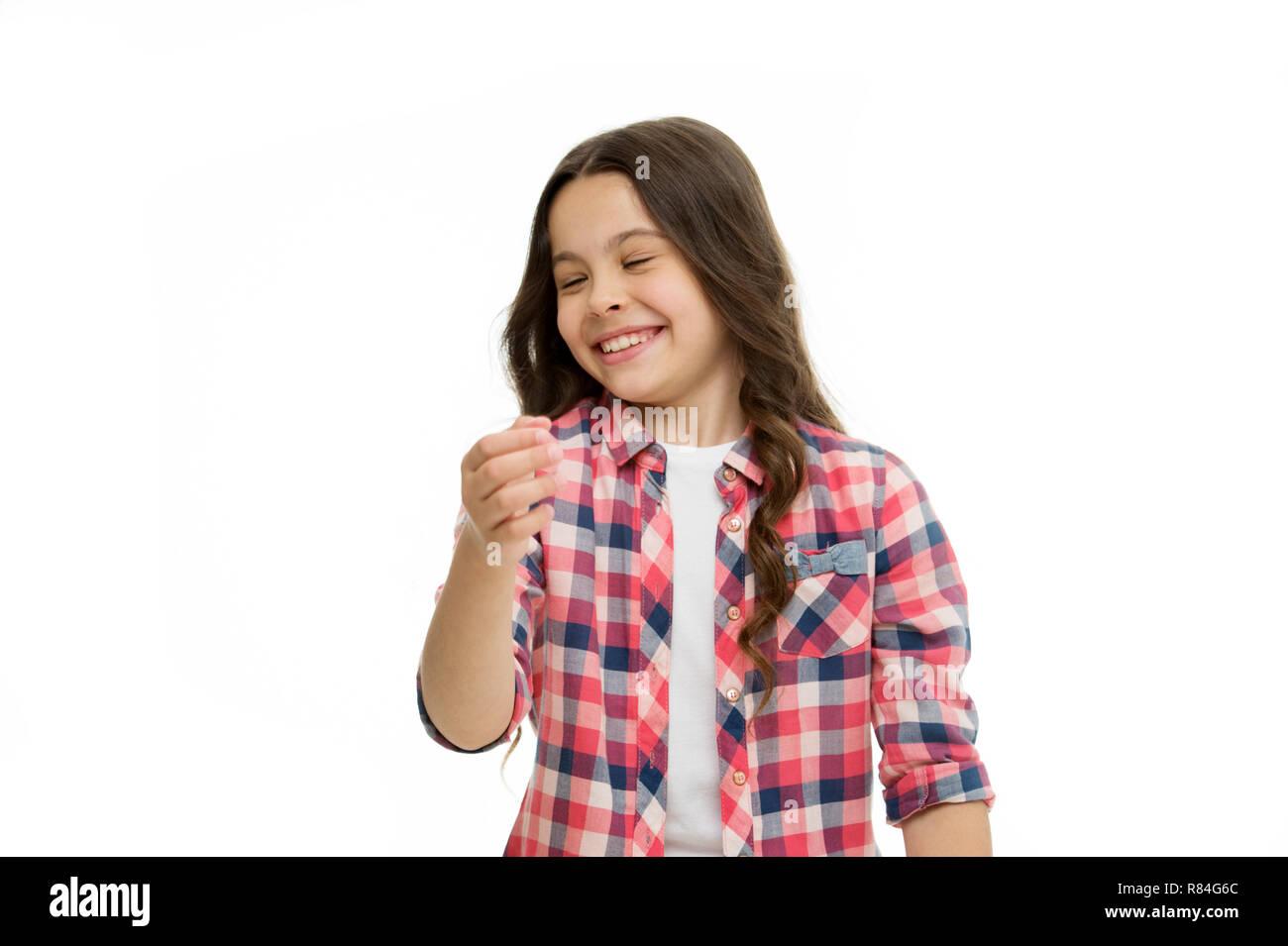 Kann nicht aufhören zu lachen. Humor und lustige Geschichte reagieren. Kindheit und Glück Konzept. Kid mit fröhlichen Lachen Gesicht isolierte Weiß. Emotionen Konzept. Aufrichtig emotionale Kind. Mädchen lachen emotionale Gesicht. Stockfoto