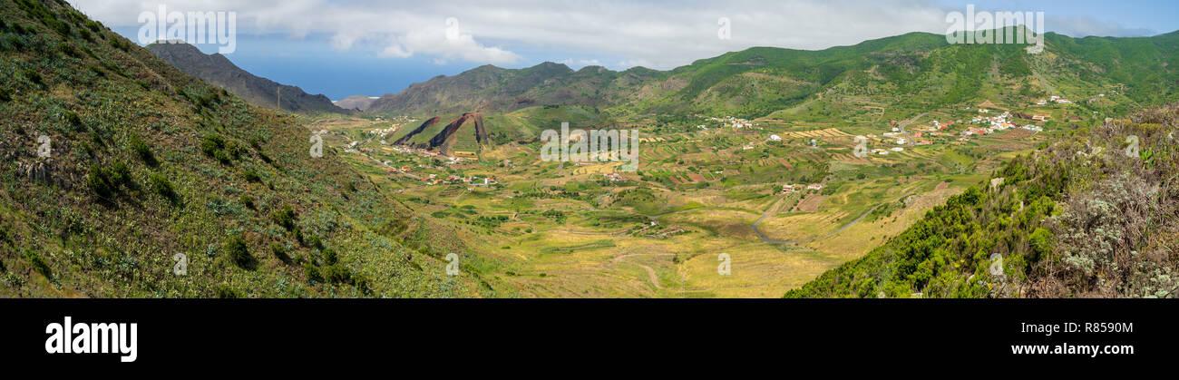 Panoramablick auf die Teno Massiv (den Berg Macizo de Teno), ist einer der drei vulkanischen Formationen, die Anlass zu Teneriffa, Kanarische Inseln, Spanien gab. Blick von t Stockbild