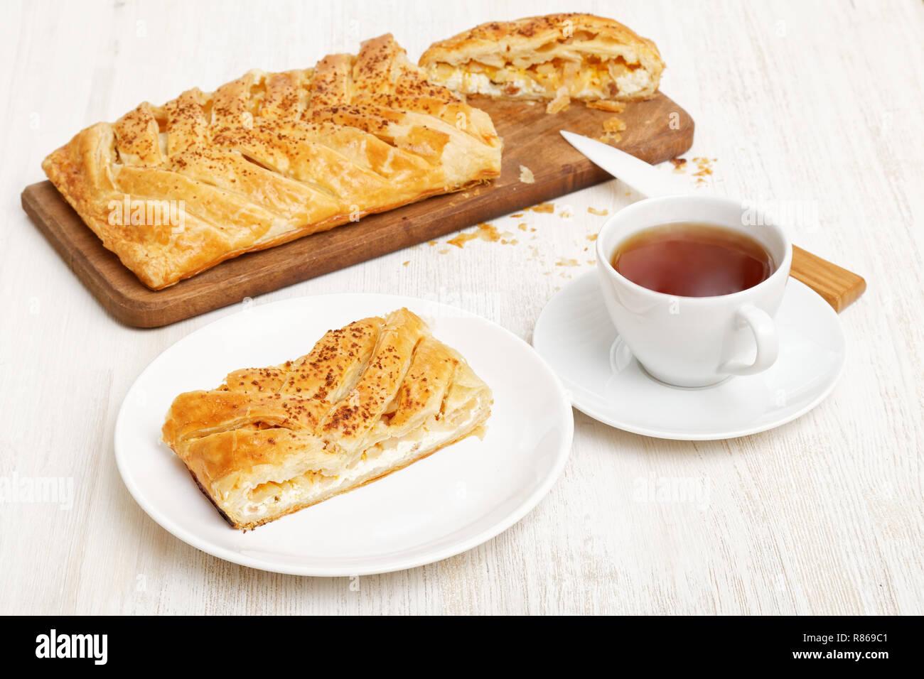 Hausgemachte Kuchen Aus Blatterteig Geflochtene Mit Huttenkase