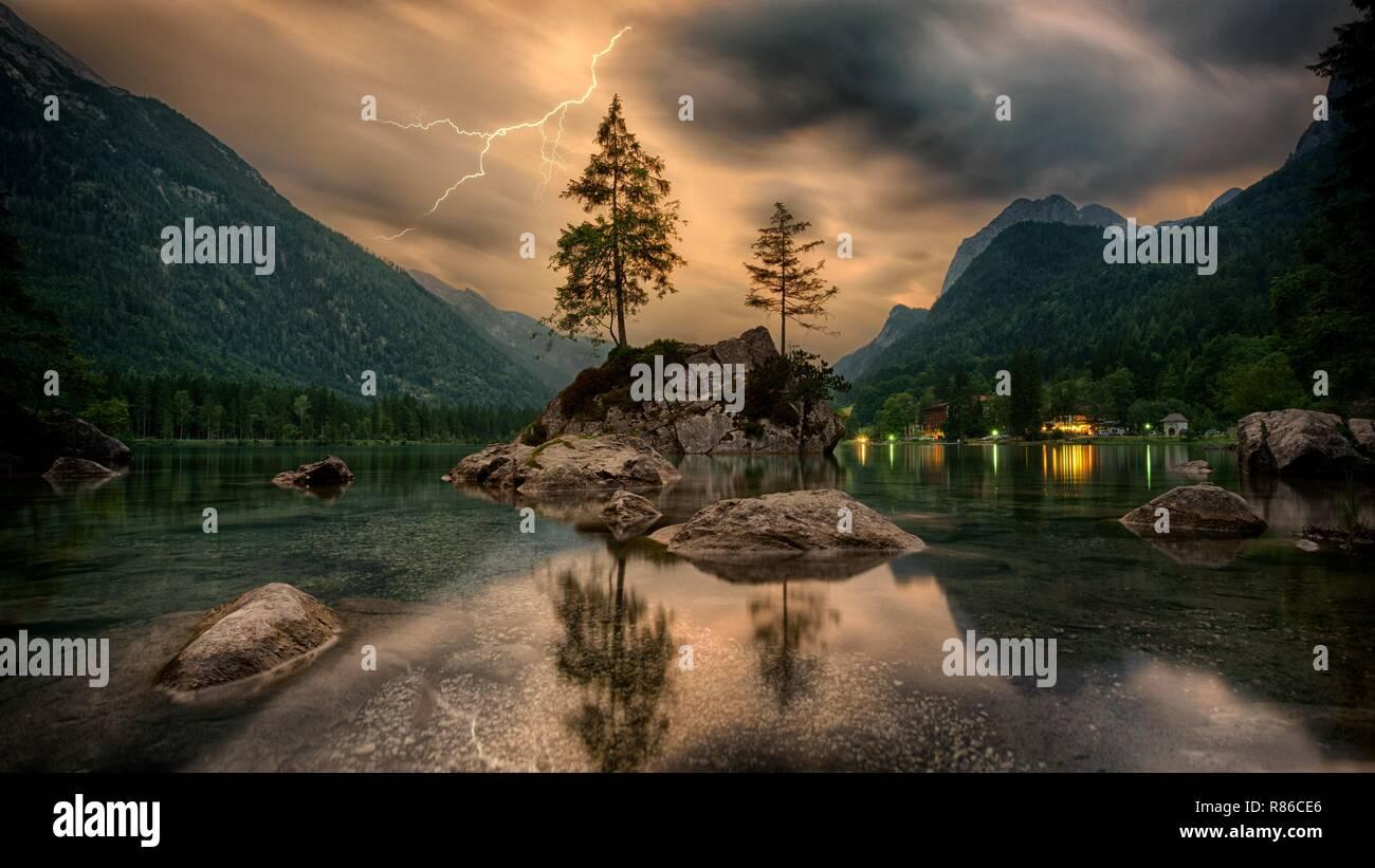 Schöne Landschaften, bewölkt Berge, wo die Phantasie fliegen und lässt uns träumen. Stockbild