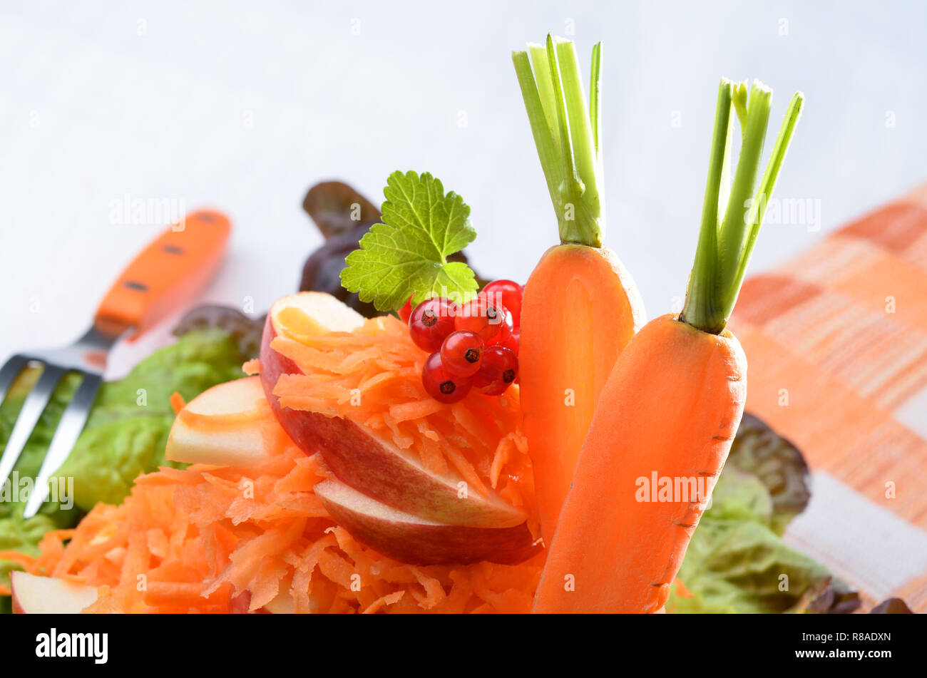 Frischer Salat von carottes Salat, Äpfel. Stockbild