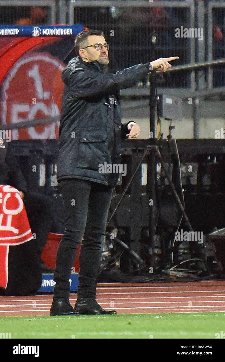 Nürnberg, Deutschland. 14 Dez, 2018. Nürnbergs Trainer Michael Koellner reagiert während eines Deutschen Bundesligaspiel zwischen dem 1.FC Nürnberg und den VfL Wolfsburg in Nürnberg, Deutschland, Dez. 14, 2018. Nürnberg 0:2 verloren. Credit: Kevin Voigt/Xinhua/Alamy leben Nachrichten Stockbild