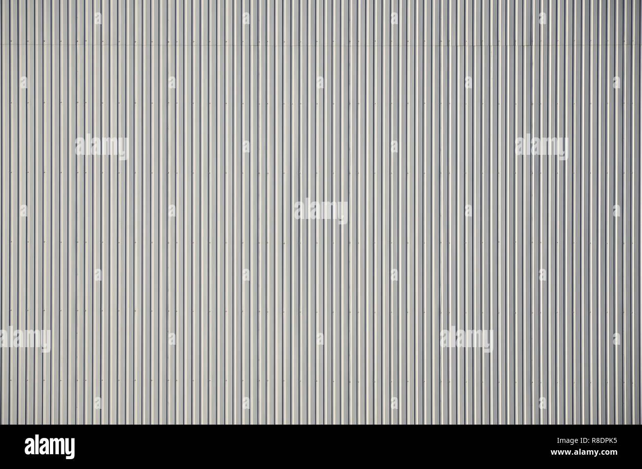 Sliver Aluminium Metall Platte. Abstellgleis. Die nahtlose Oberfläche der Stahl Dynamisierung. Industriebau Wand aus Wellblech, Flachbild Hintergrund ph Stockfoto