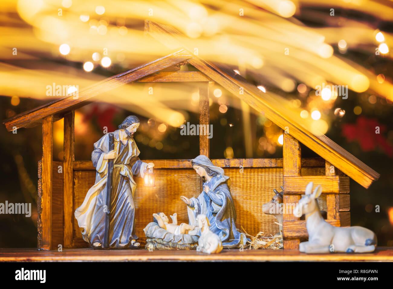 Bilder Weihnachten Krippe.Weihnachten Krippe Mit Figuren Wie Jesus Maria Joseph Und Schafe