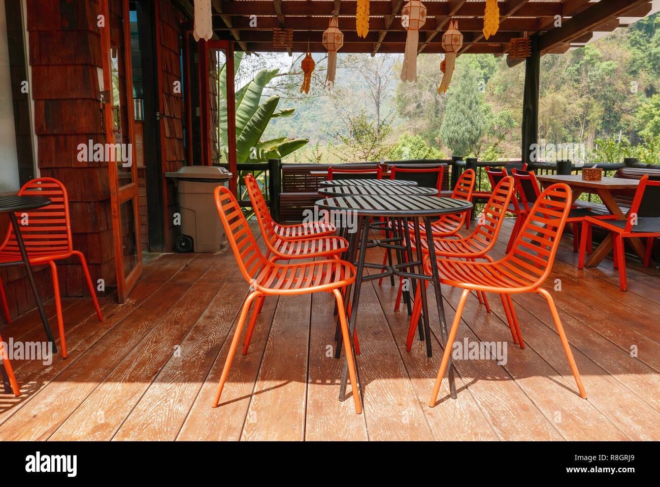 Orange Outdoor Tisch Stühle Im Bistro Café Tagsüber Zur