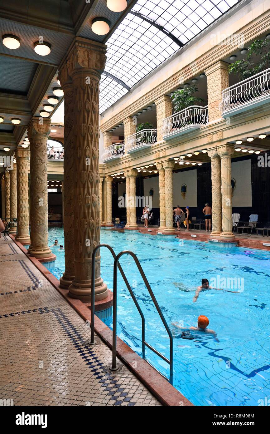 Ungarn, Budapest, ein UNESCO Weltkulturerbe, Buda, Gellert Bäder & Wellness Hotel mit original Jugendstil Interieur, das Schwimmbad in der Haupthalle Stockbild