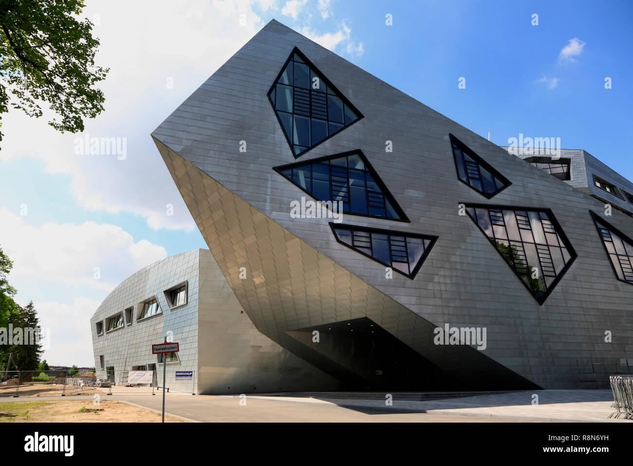 Eingang im Zentralgebäude der Leuphana Universität, Libeskind-Bau, Lüneburg, Lüneburg, Niedersachsen, Deutschland, Europa Stockbild