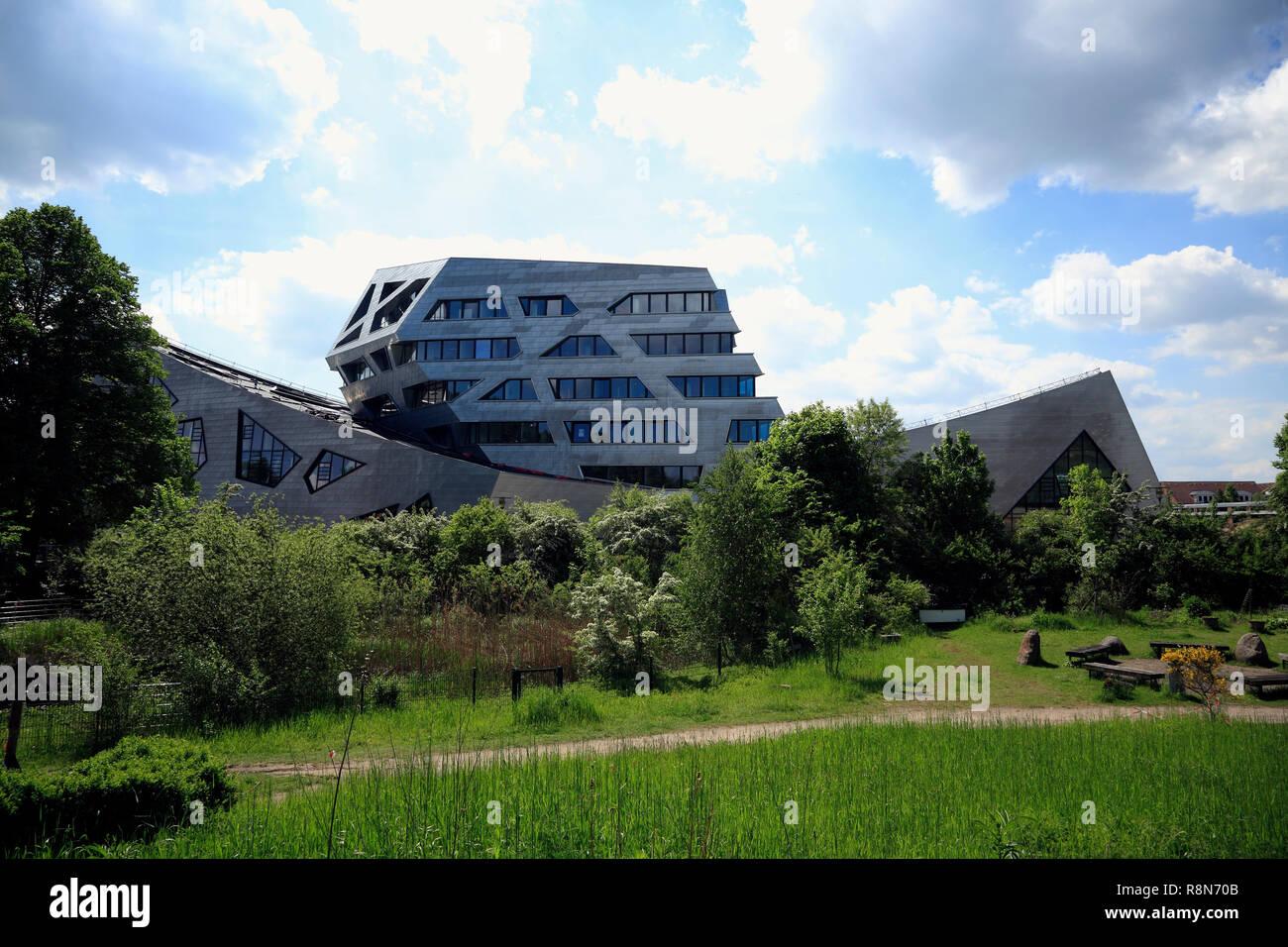 Zentralgebäude der Leuphana Universität, Libeskind-Bau, Lüneburg, Lüneburg, Niedersachsen, Deutschland, Europa Stockbild