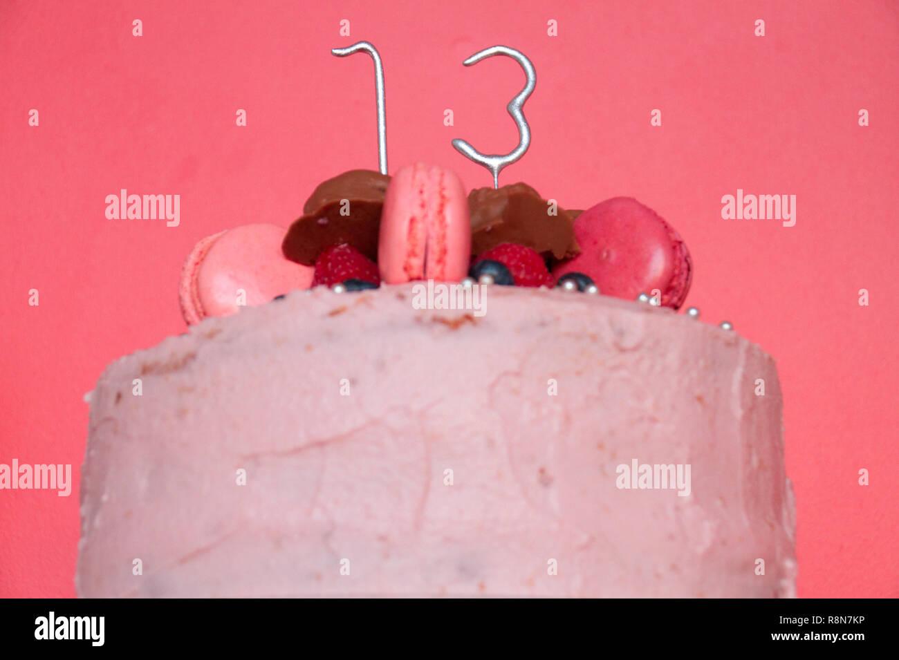 Geburtstag Kuchen Für 13 Jährige Mädchen Stockfoto Bild 229119066