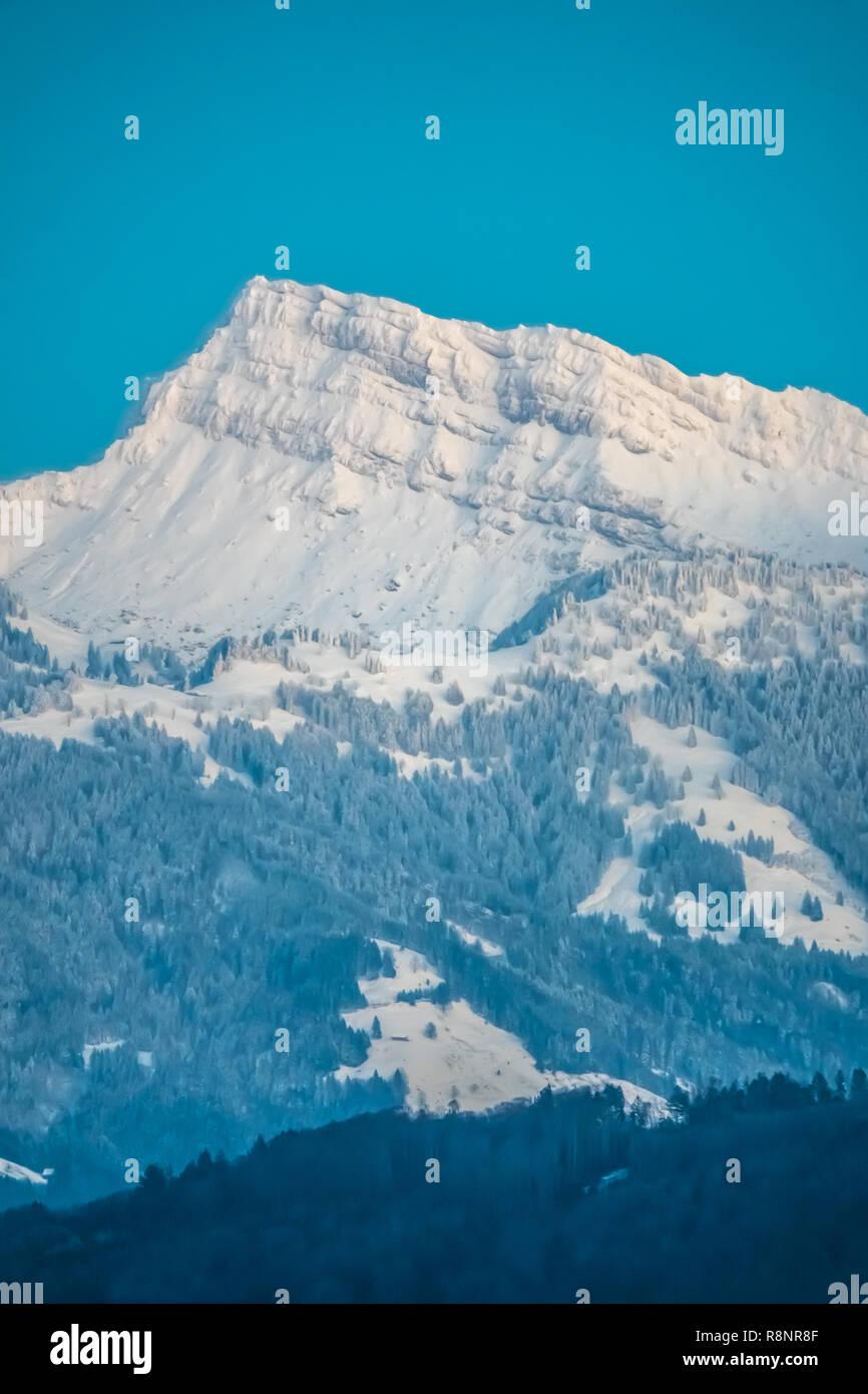 Blick auf den Speer Peak (1.951 m) in die Appenzeller Alpen, mit Blick auf die Region zwischen Zürichsee und Walensee See im Kanton St. Gallen. Vi. Stockbild