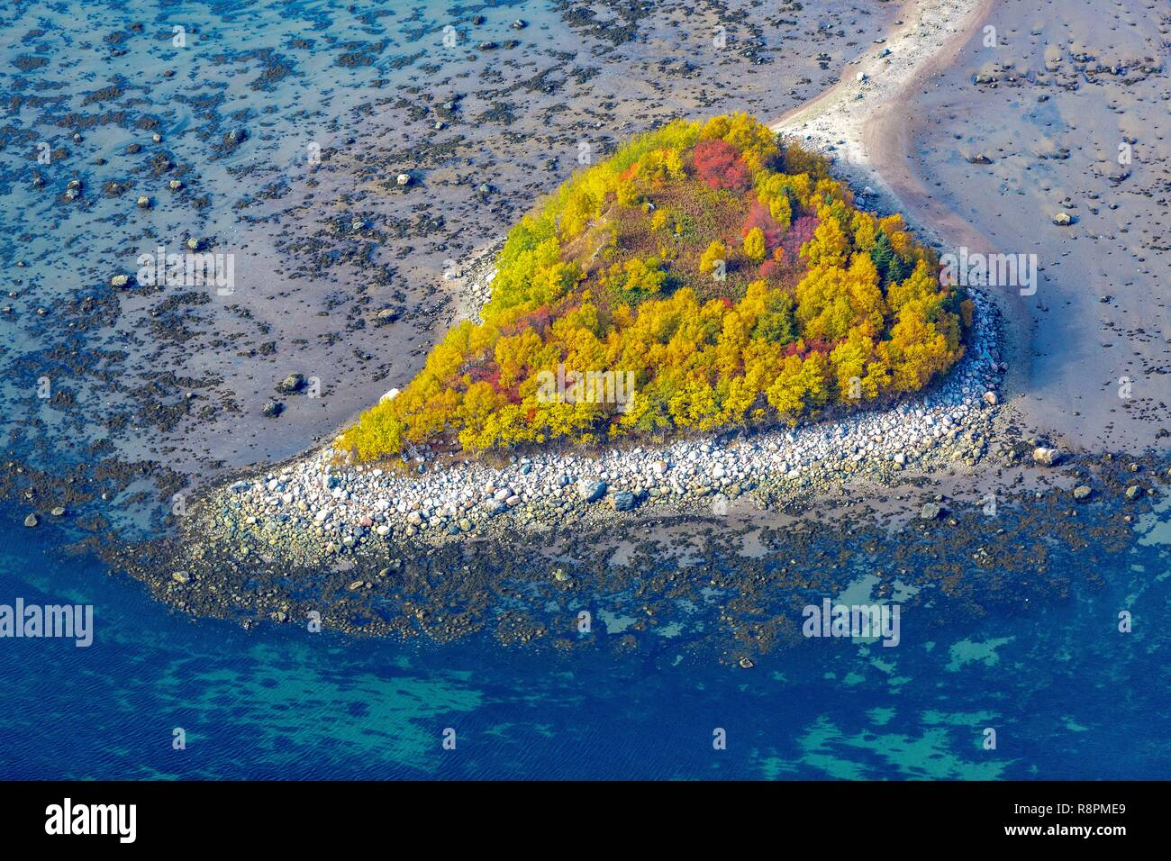Kanada, Provinz de Québec, Le Saint-Laurent au Large de Tadoussac, Île en forme de coeur dans les Couleurs de l'été indien Stockbild