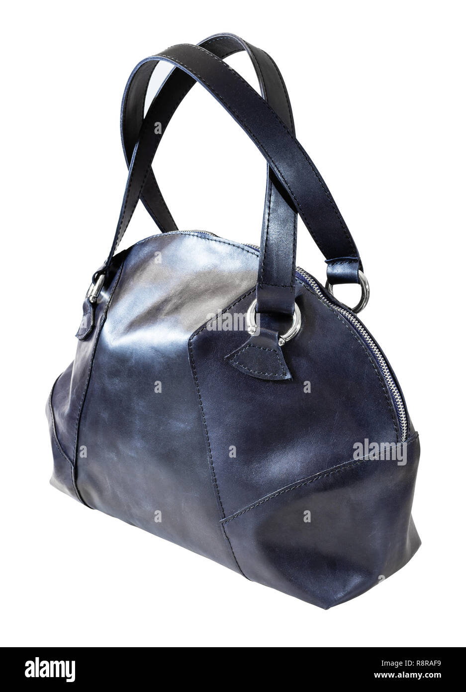 f5ef2d6a568d3 Vorderansicht des handgefertigten Dunkelblau Leder Handtasche auf weißem  Hintergrund Stockbild