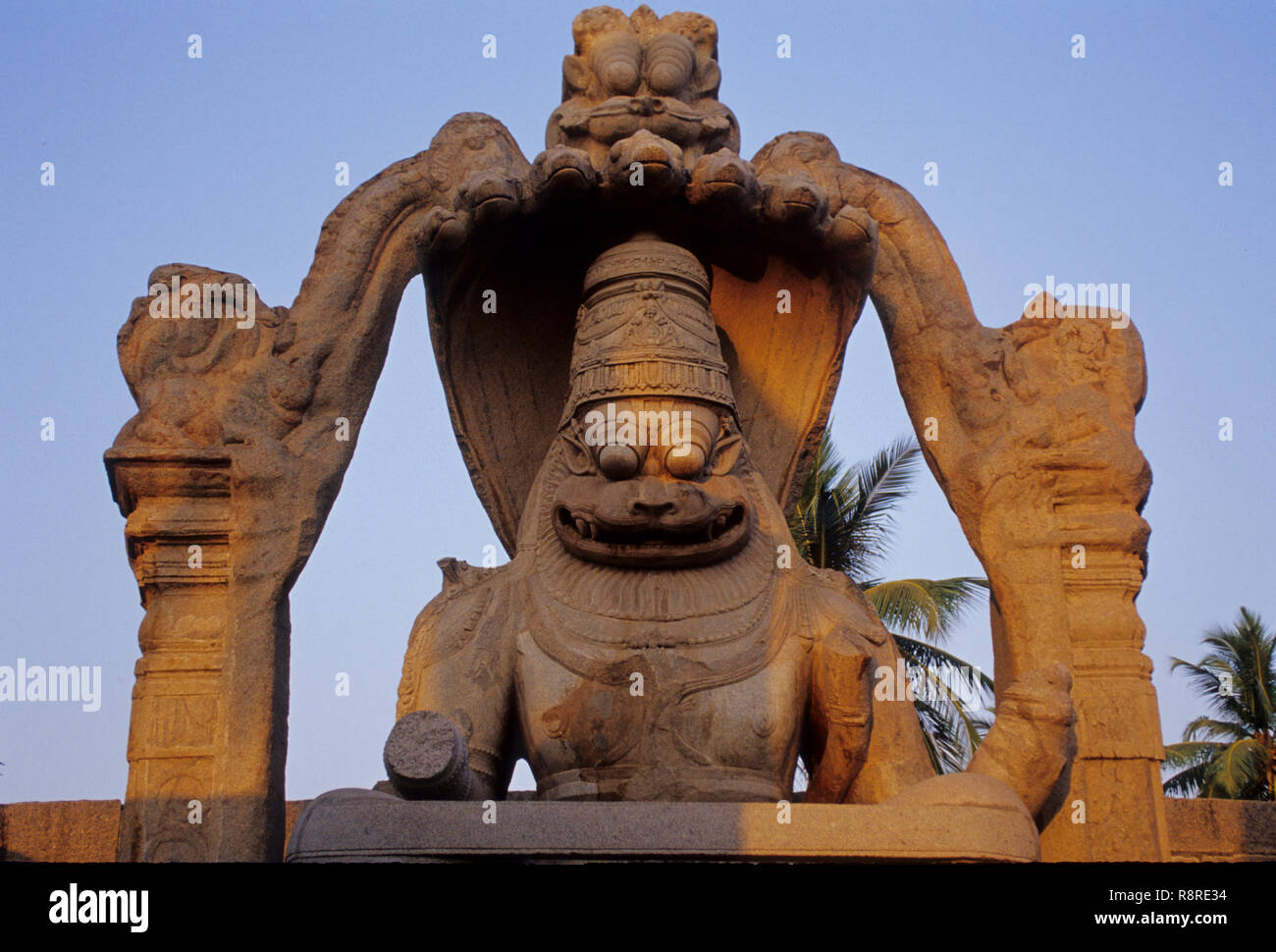Laxmi Narsinha (6,7 m hoch) (1528), hampi, Phantasialand, Karnataka, Indien Stockbild
