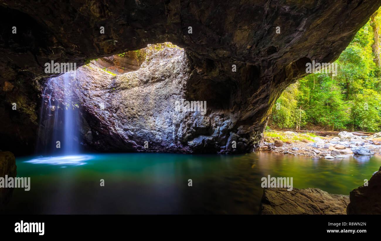 Wasserfall Höhle Stockbild