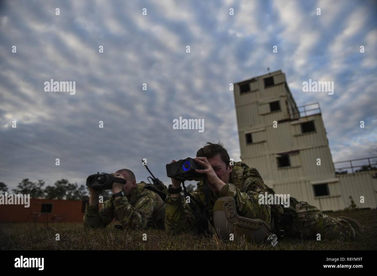 Entfernungsmesser Flugzeug : Soldaten die in den ersten bataillon 10 special forces group
