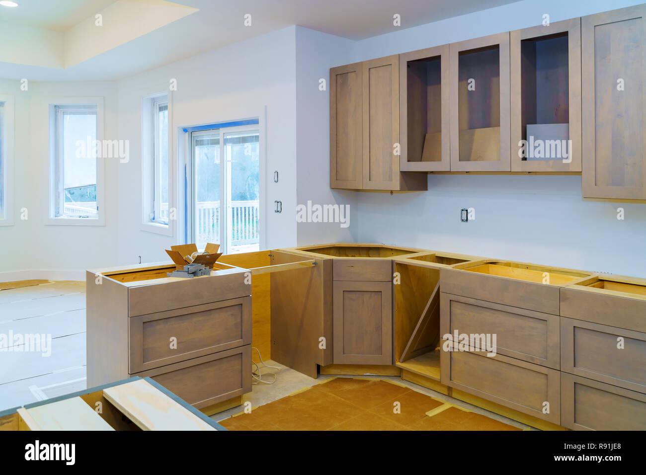Kuchenschranke Installation Verbesserung Umgestalten Worm Ansicht In Einem Neuen Kuche Installiert Stockfotografie Alamy
