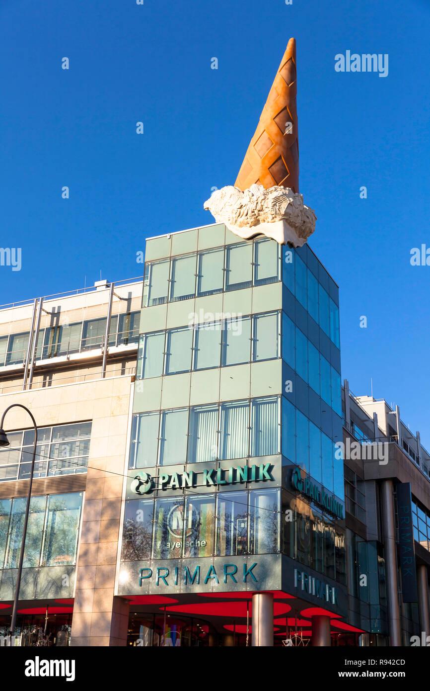 Eis Kegel von der Pop-art Künstlers Claes Oldenburg auf der ...