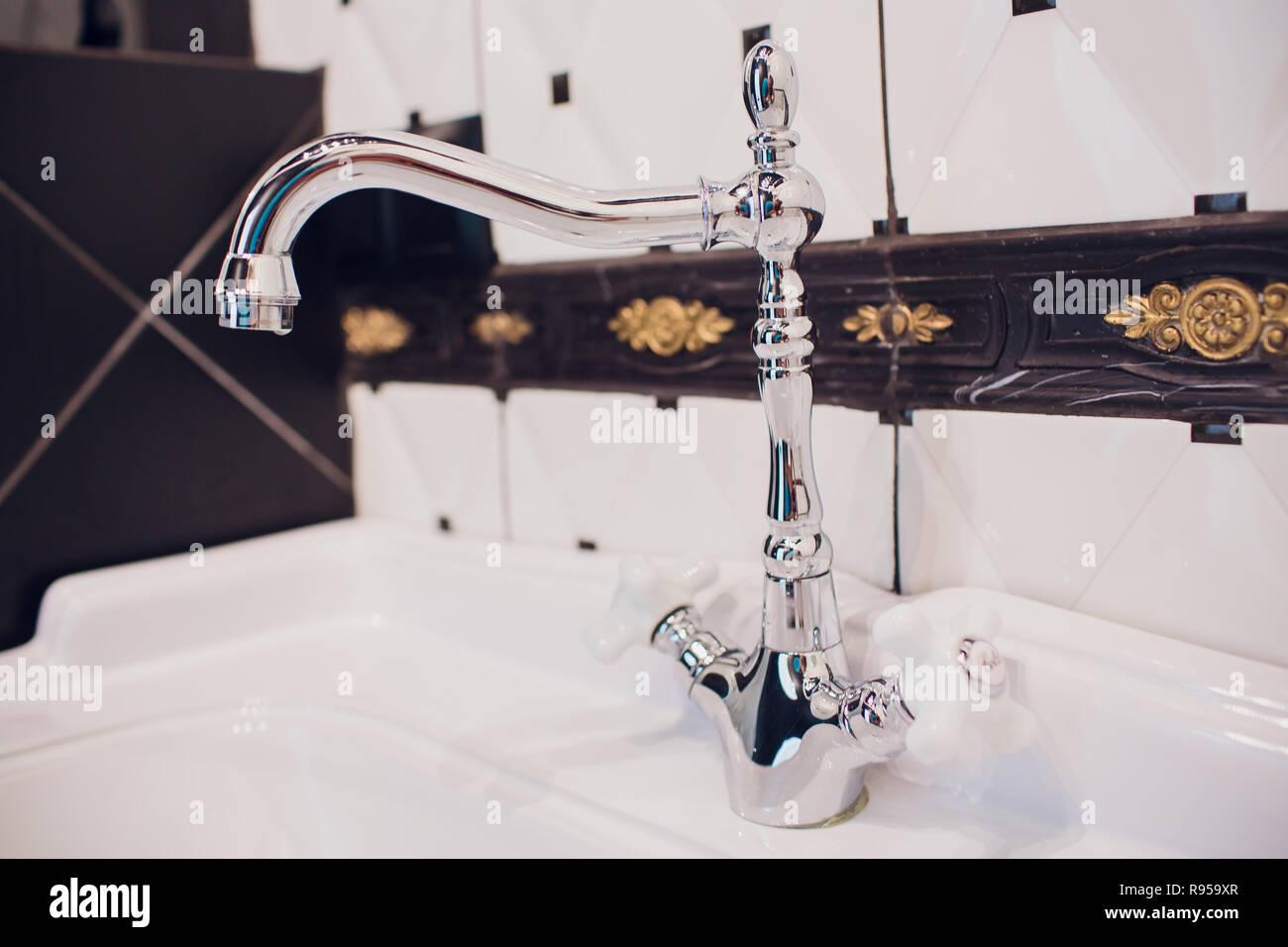 Kupfer Wasserhahn Mixer Mit Porzellan Griffe Stilisierten Antiken