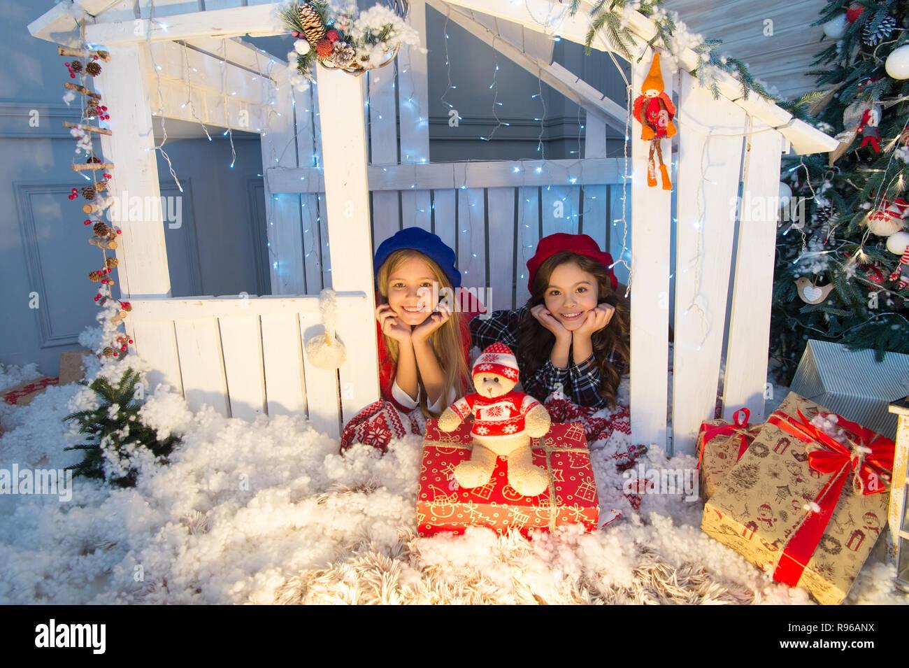 Kinder Geschenke Weihnachten 2019.Boxing Day Ist Der Tag Nach Weihnachten Glückliche Kinder Im Haus