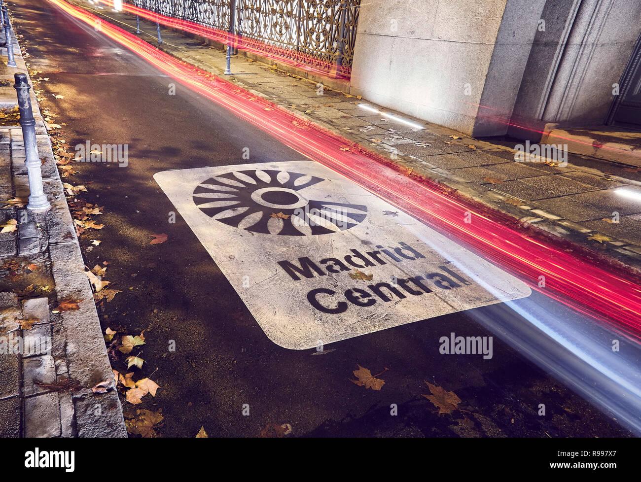 Madrid zentrale Zeichen zeigt an, daß der Eingang der neue low emission zone mit Beschränkungen für den Verkehr im Herzen der Hauptstadt Luft quali zu verbessern. Stockfoto