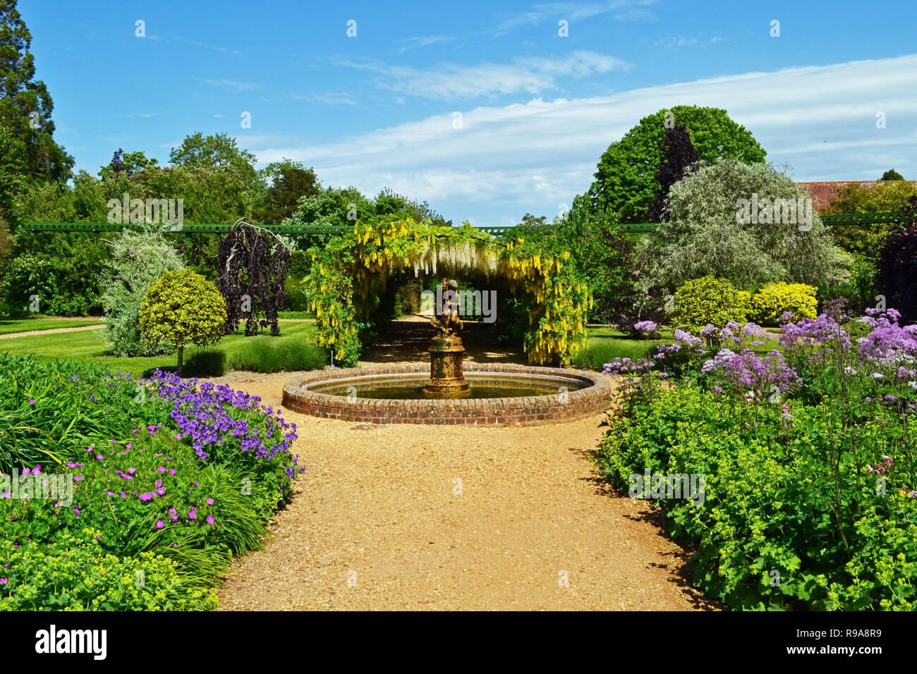 Die Gärten in Beaulieu National Motor Museum, Palast und Gärten, New Forest, Hampshire, Großbritannien Stockbild