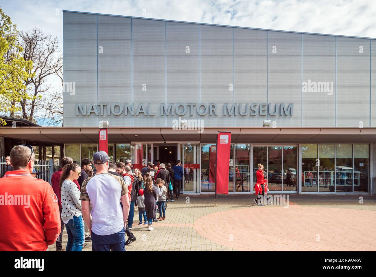 Birdwood, Südaustralien - September 10, 2017: Die Menschen in Warteschlange eingereiht am Eingang zum National Motor Museum von South Australia an einem Tag Stockbild
