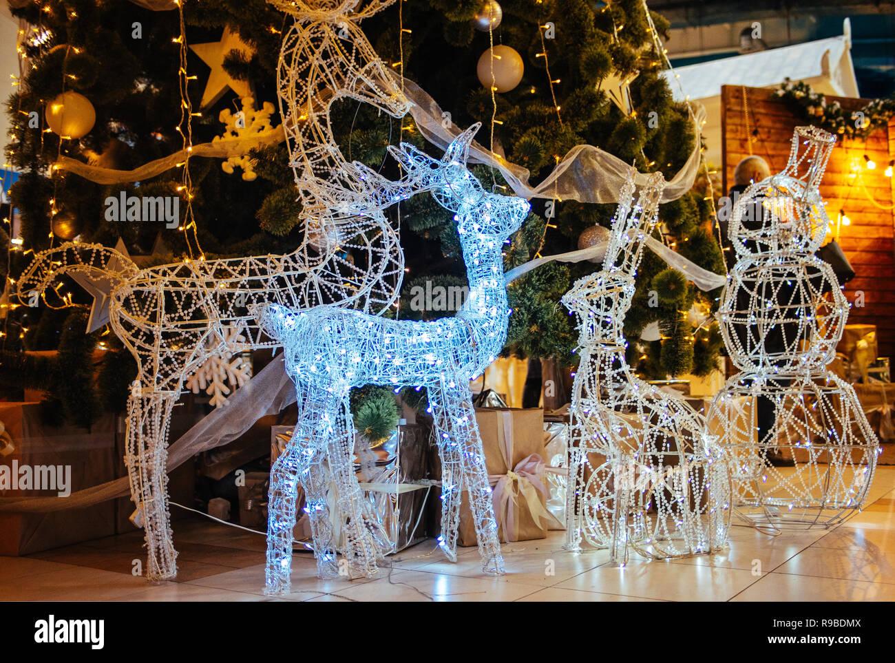 Beleuchtete Bilder Weihnachten.Weihnachten Led Beleuchtete Rotwild Skulptur Auf Neues Jahr Baum