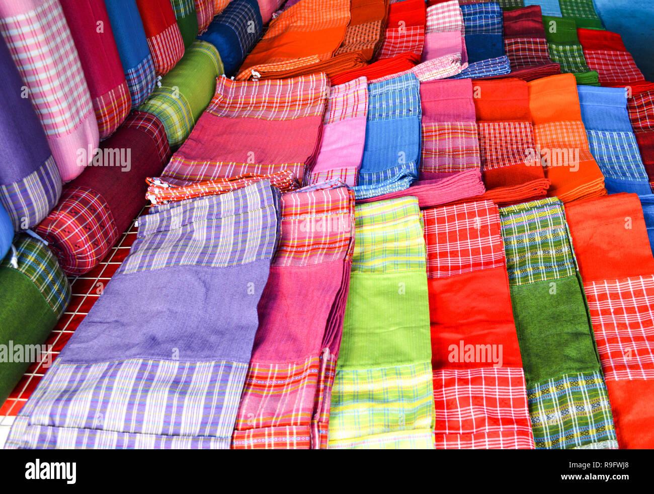wholesale dealer 7e915 37e16 Seide Thailand. schöne und bunte Tücher und Schals aus Seide ...