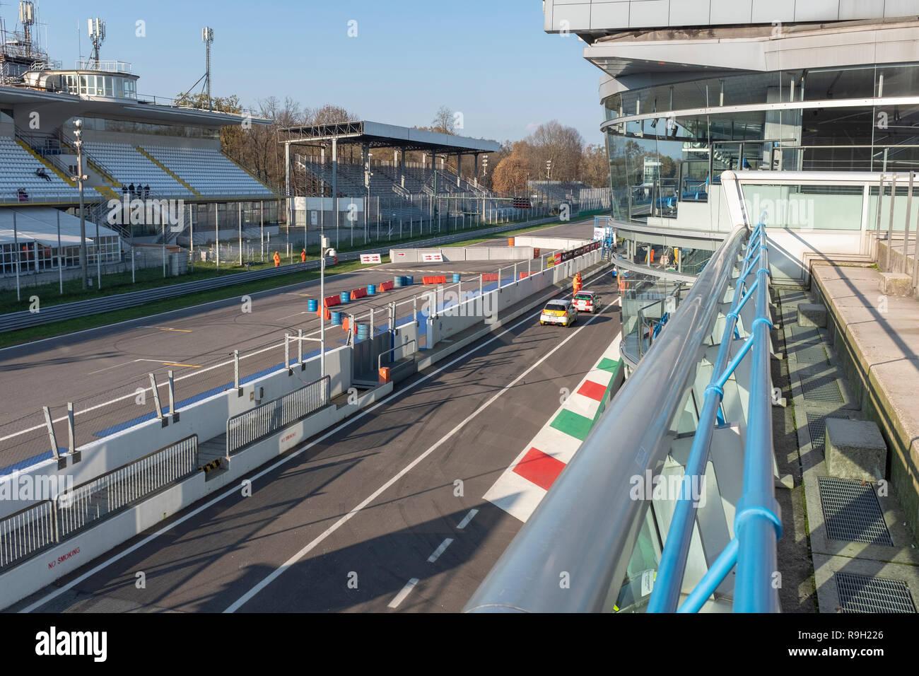 Die Tribünen der berühmten Rennstrecke in Monza, Italien Stockbild