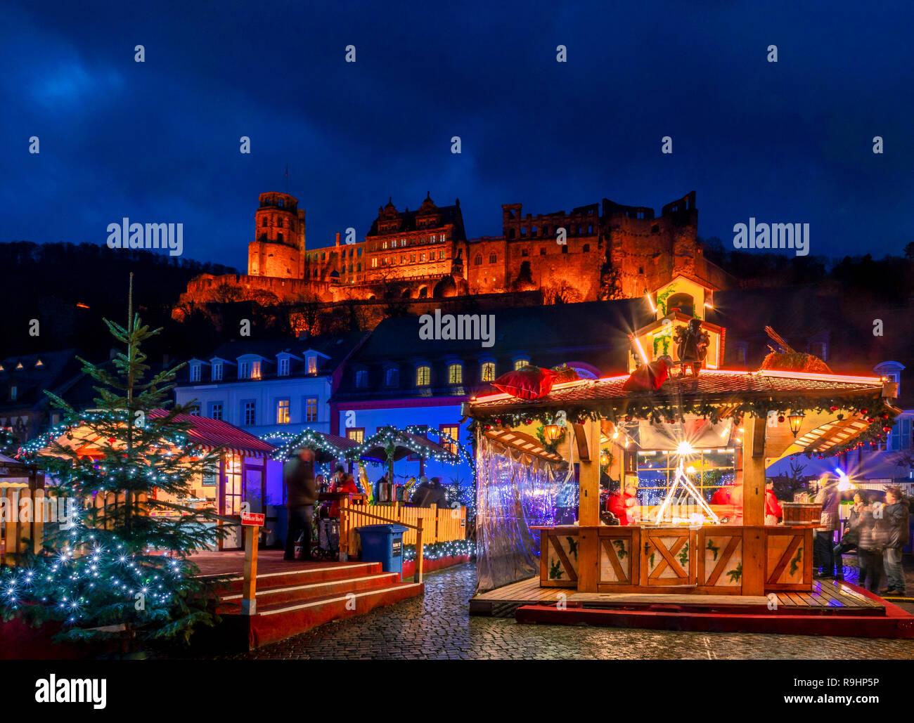 Heidelberg Weihnachtsmarkt.Weihnachtsmarkt Am Karlsplatz In Der Altstadt Von Heidelberg Mit