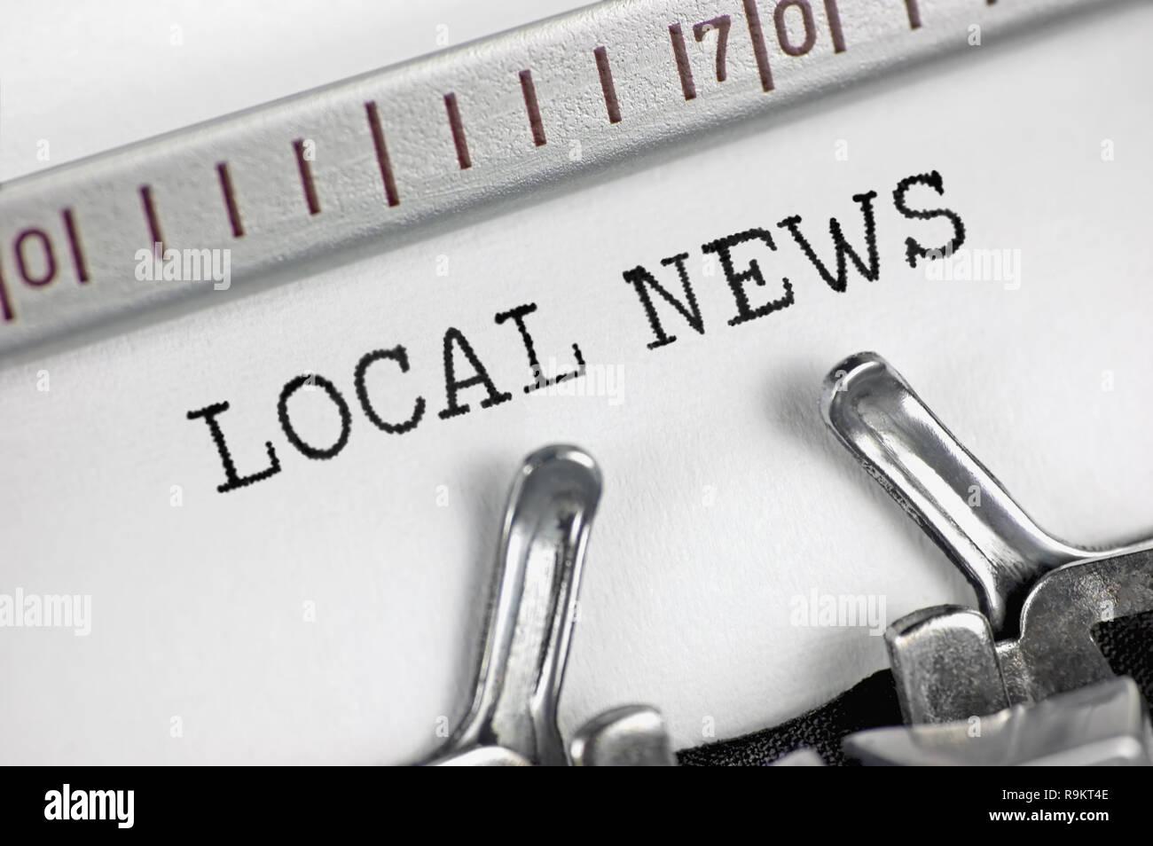 Schreibmaschine detaillierte Makro Nahaufnahme, Journalist text lokale  Nachrichten große retro Detail vintage Newsletter bulletin Organisation  Medien ...