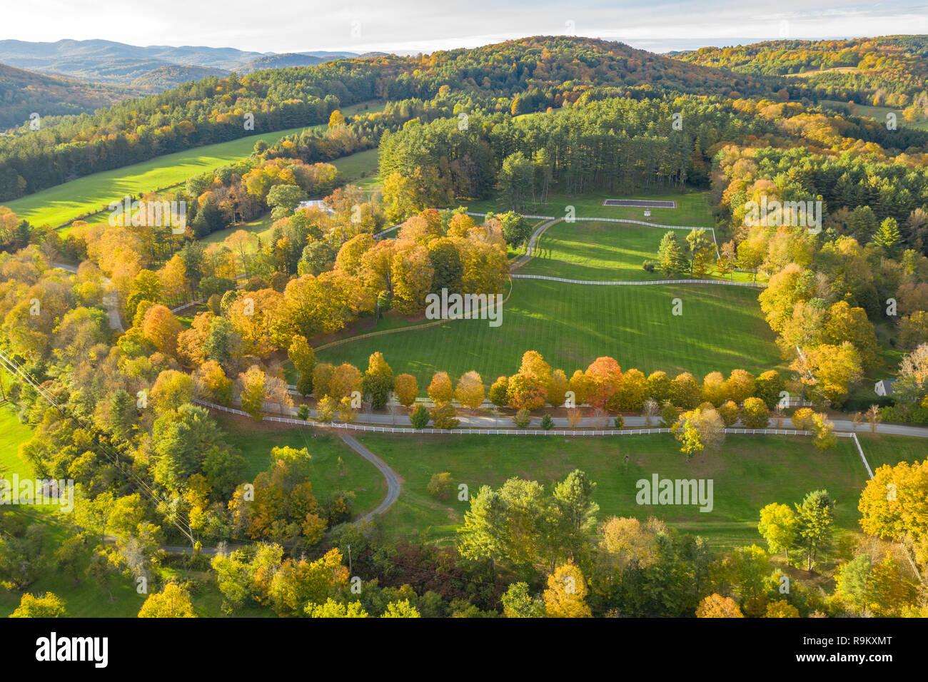 Antenne von Horse Farm im Herbst Farbe, Woodstock, VT Stockbild